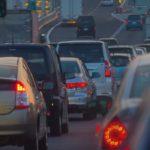 原付のすり抜けは交通違反?法律での違法性や注意点について