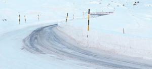 路面凍結、積雪時の運転の注意点